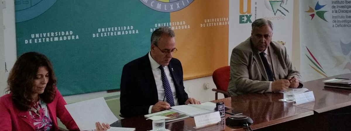 """""""El Rector de la Universidad de Extremadura presenta el I Congreso Iberoamericano sobre Cooperación, Investigación y Discapacidad"""""""