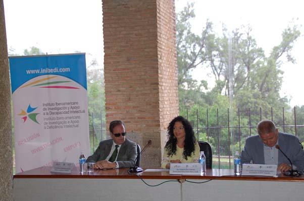 """Seminario Internacional """"La Reforma Social de la Constitución Española"""" (Resumen de ponencias, conclusiones y dossier fotográfico)"""